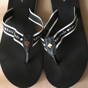 PRE-LOVED AUTHENTIC KATE ♠️ BLACK/WHITE FLIP FLOP